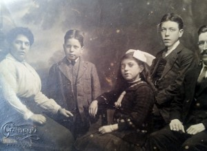 1892 Andrew Sim and family (2)