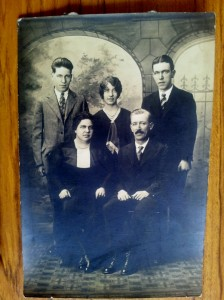 1892 Andrew Sim and family